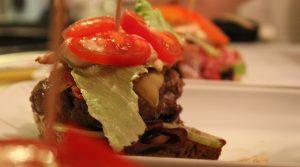 Cheeseburger mit Tomatenconfit 12