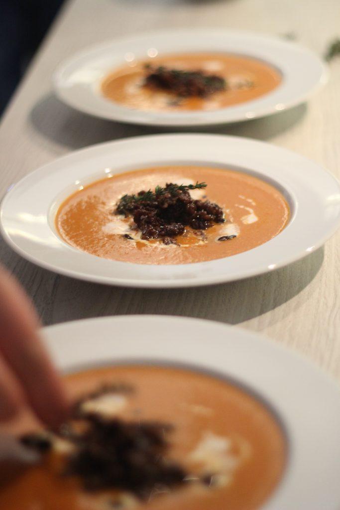 Paprika-Creme-Suppe mit Hackfleisch