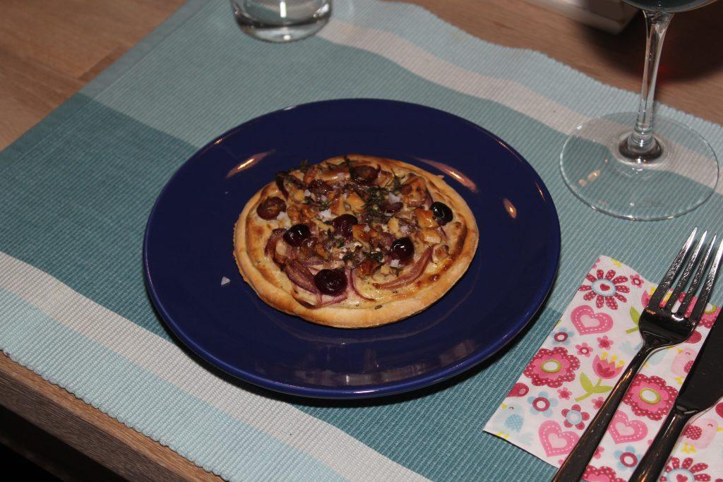 Winzerfladen mit Weintrauben und Zwiebeln 5