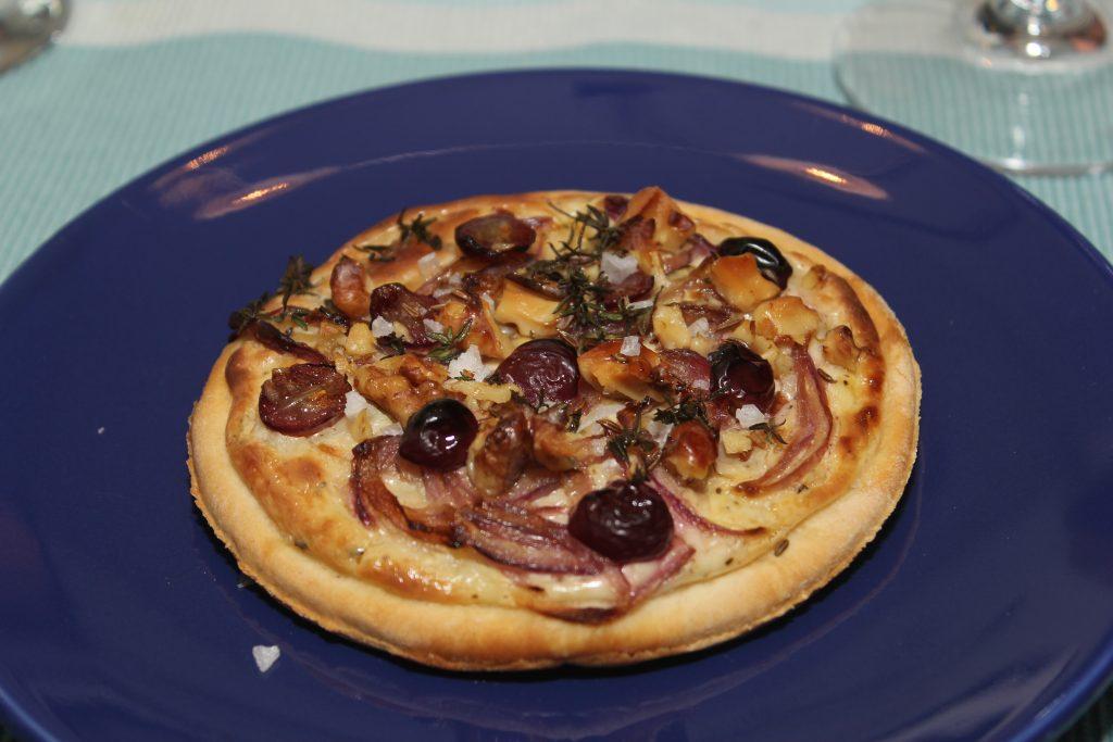Winzerfladen mit Weintrauben und Zwiebeln 4