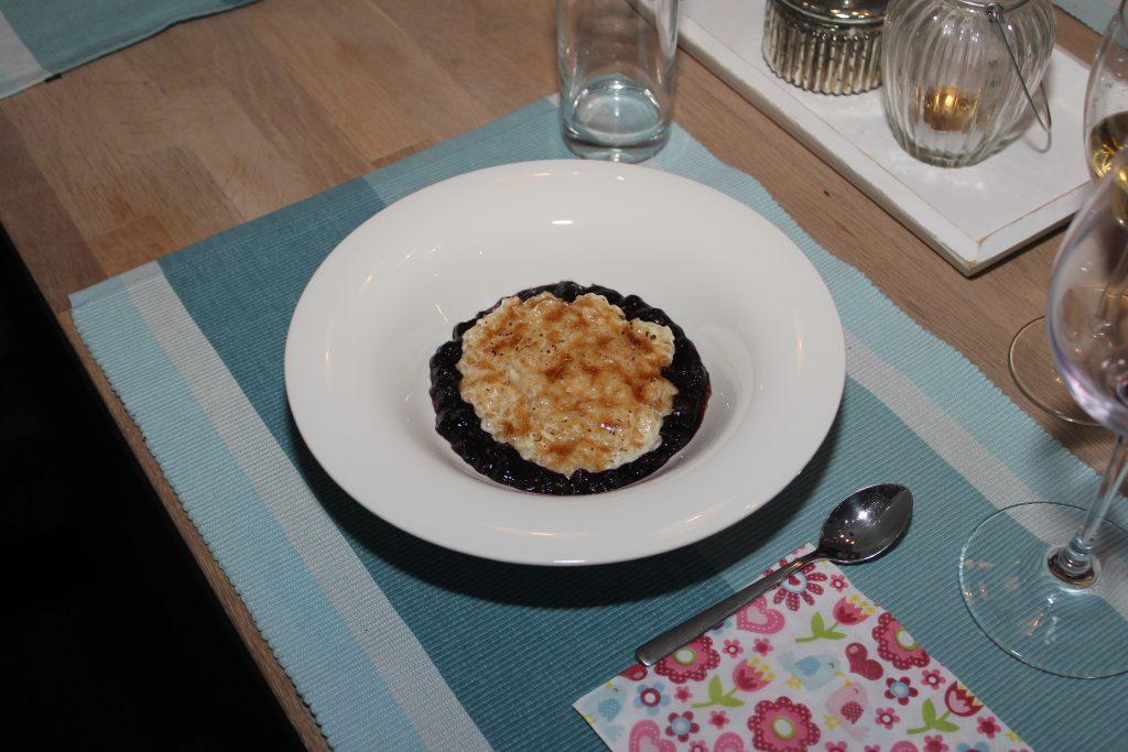 Milchreis mit Karamell-Kruste auf Heidelbeerkompott 5