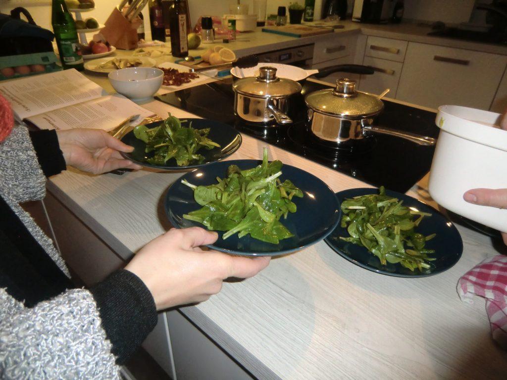 Winterlicher Feldsalat mit gebratenen Birnen, Waldchampignons und Bacon 3