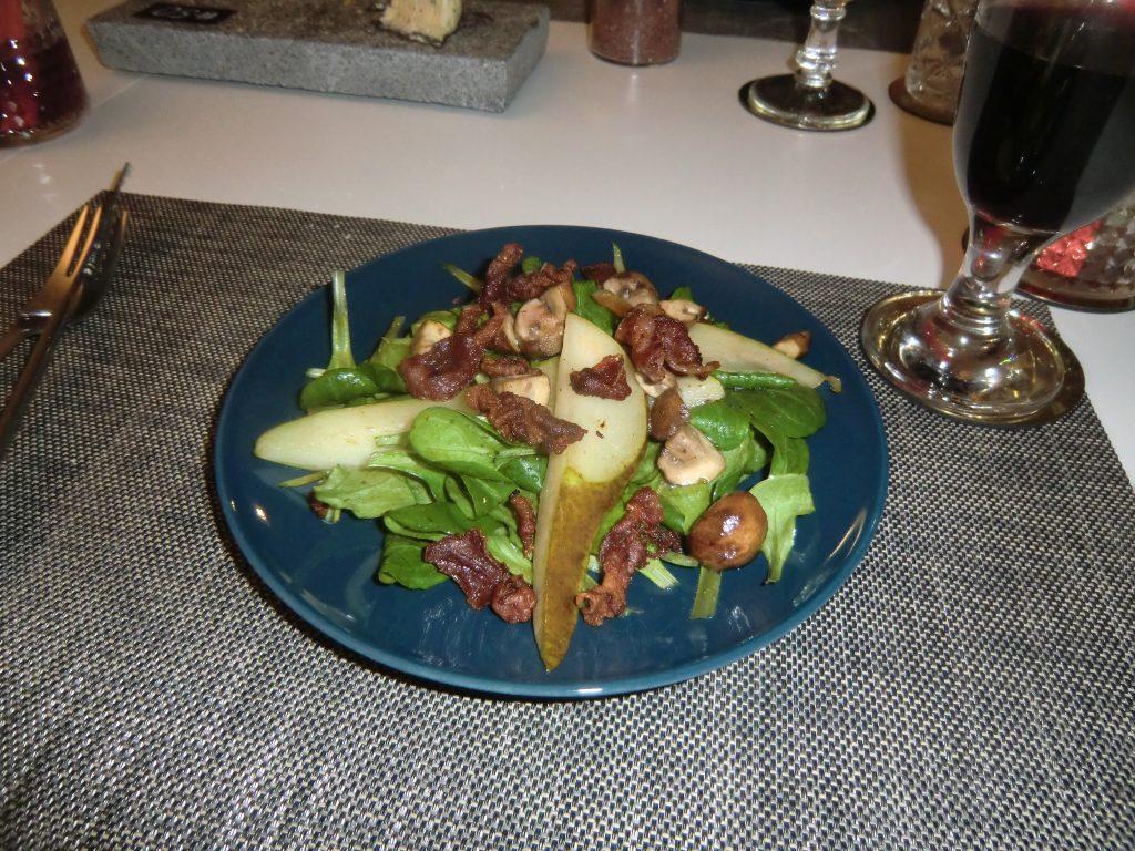 Winterlicher Feldsalat mit gebratenen Birnen, Waldchampignons und Bacon 2