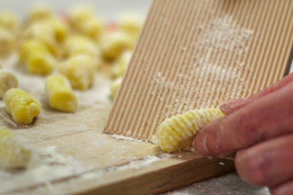 Handmade Gnocchi mit Creme-Champignons und Rosmarin-Rinderhüfte mit Knoblauch aus dem Ofen 7