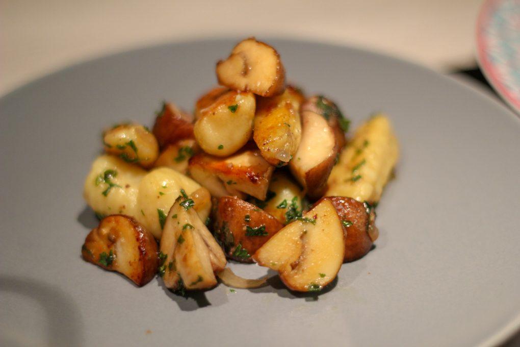 Handmade Gnocchi mit Creme-Champignons und Rosmarin-Rinderhüfte mit Knoblauch aus dem Ofen 5