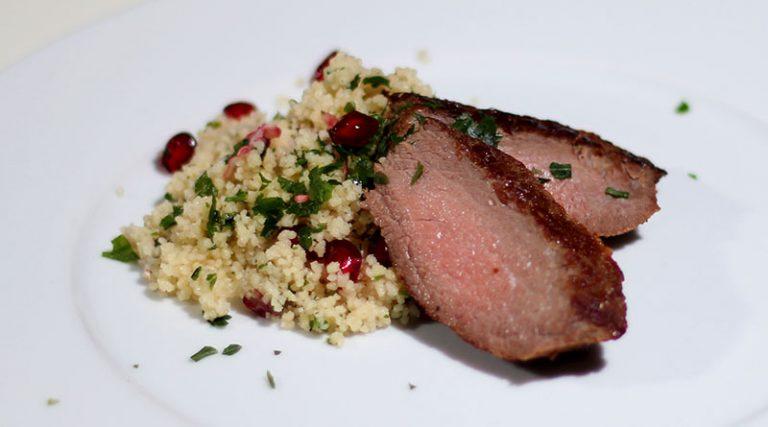Straußen-Steak auf Granatapfel Couscous