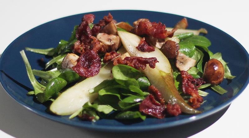 Winterlicher Feldsalat mit gebratenen Birnen, Waldchampignons und Bacon 1