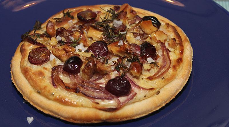Winzerfladen mit Weintrauben und Zwiebeln 1