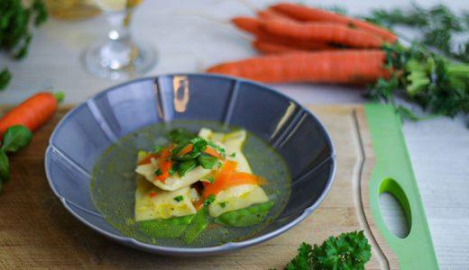 Gemüsesuppe mit Ricotta-Basilikum-Maultasche