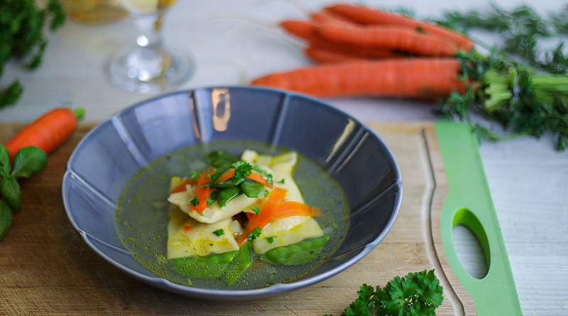Gemüsesuppe mit Ricotta-Basilikum-Maultasche 1