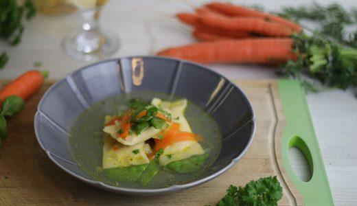 Gemüsesüppchen mit Ricotta-Basilikum-Maultasche