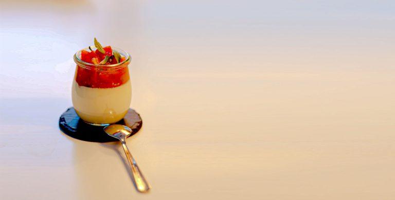 Knoblauch Panna Cotta mit Tomaten-Aprikosen-Confit