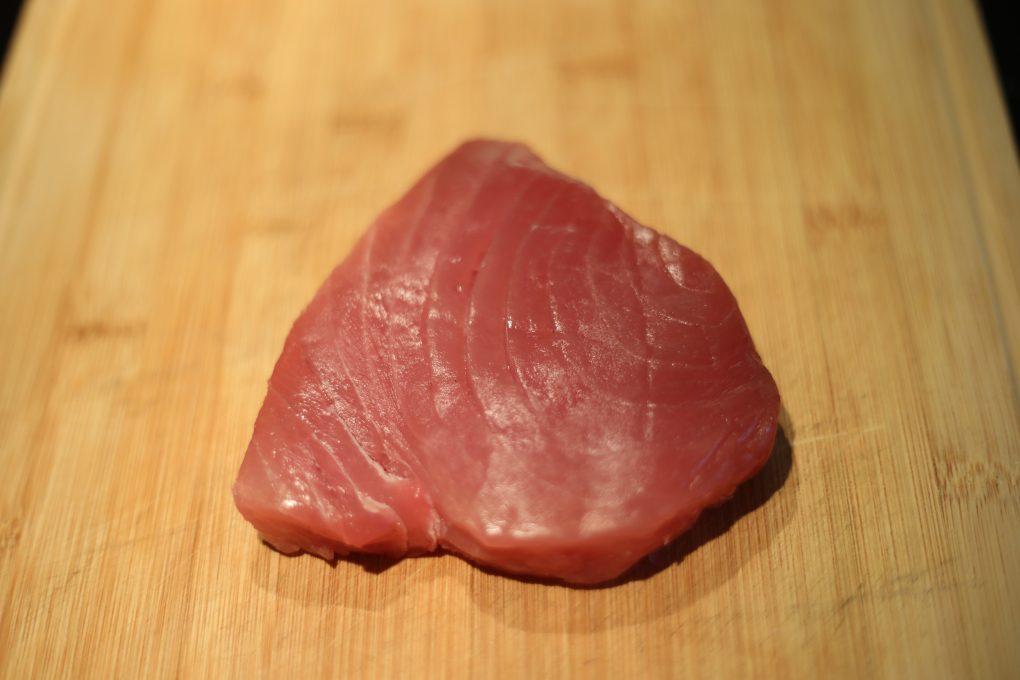 Thunfisch Tatar mit Wasabi-Gurken und Garnelen-Chip 3