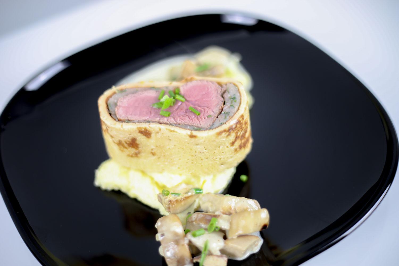 Kalbsfilet im Pfannkuchen-Mantel auf Kartoffelschaum mit frischen Steinpilzen 1