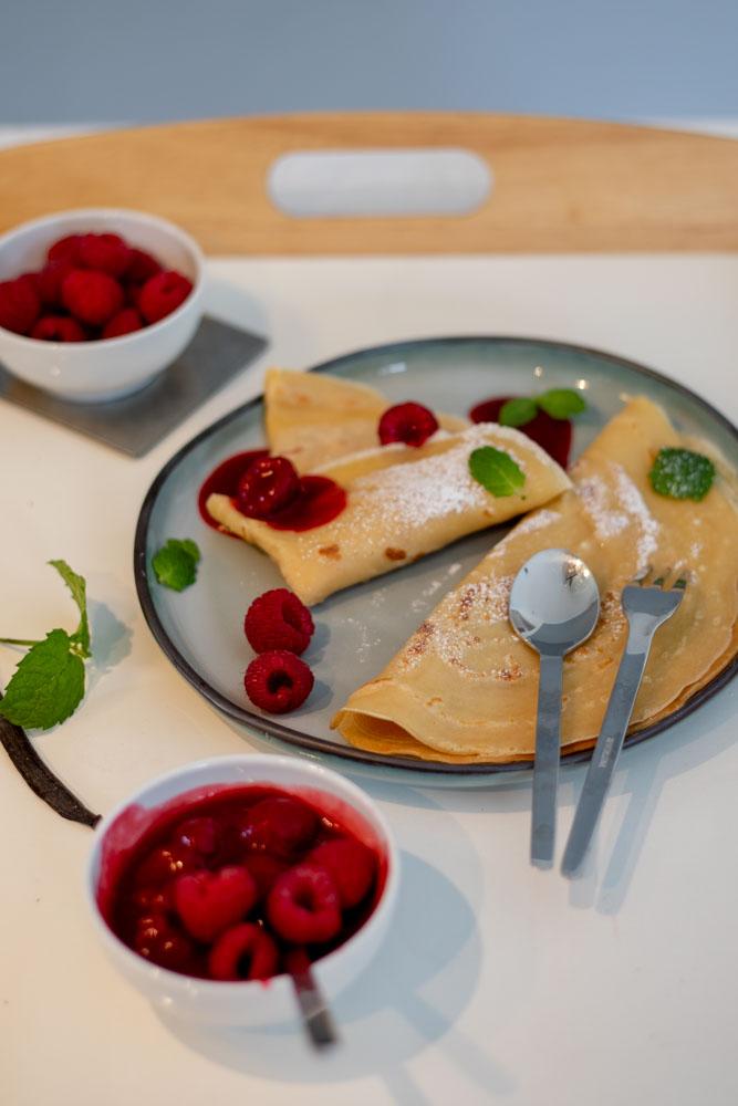 Schoko-Crunch Crepes mit Vanillesoße und Himbeergarnitur 6