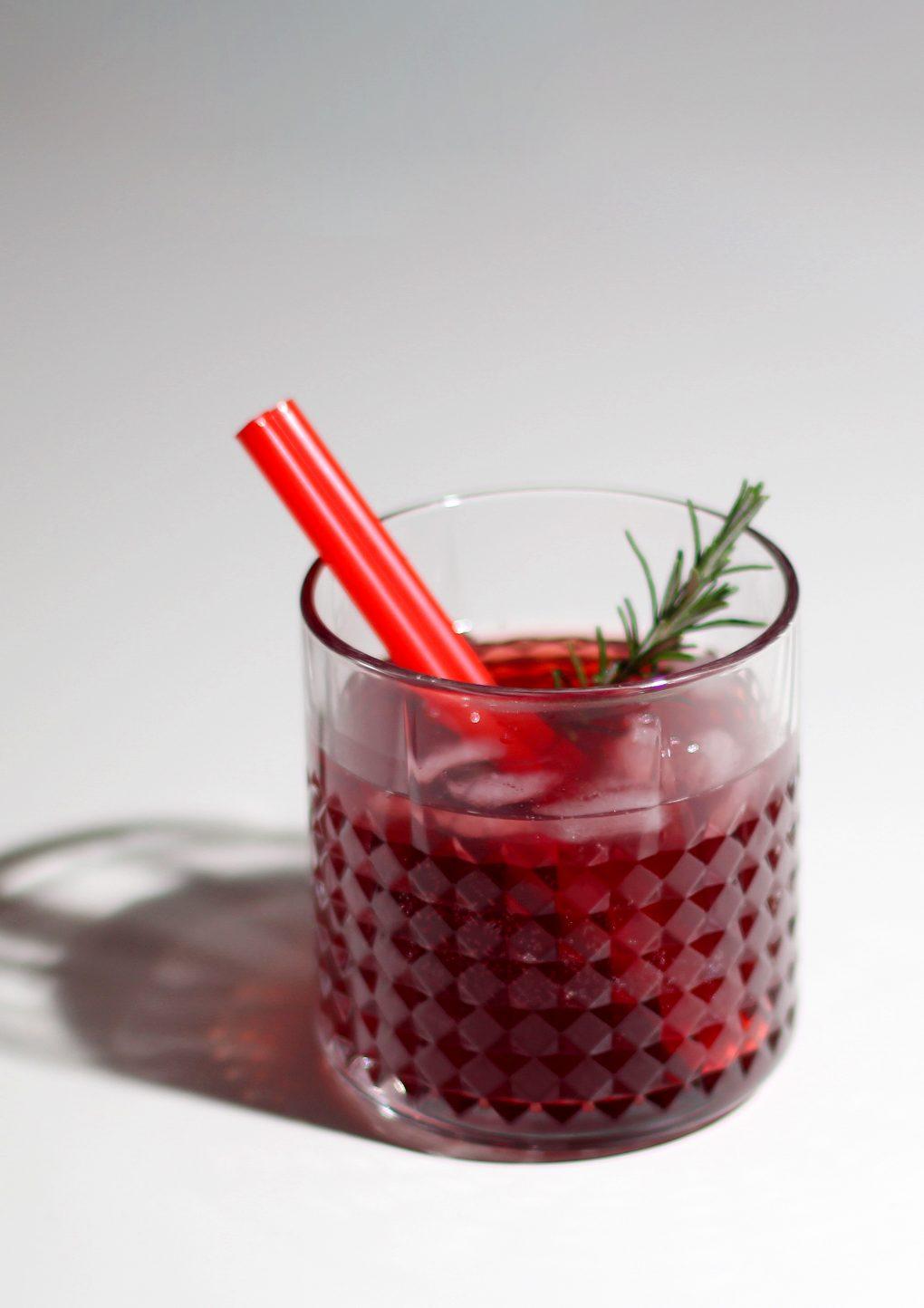 Sauerkirsch Rosmarin Daiquiri mit Gin