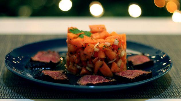 Papaya Salsa kurz gebratenes Rinderfilet