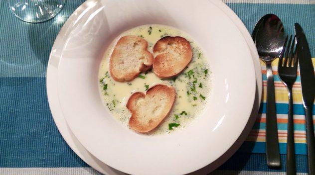 Terlaner Weinsuppe mit Baguette