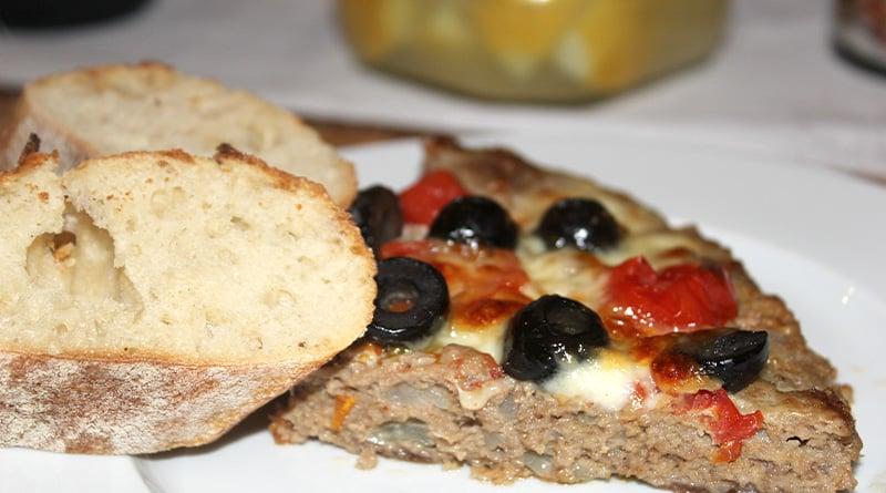 Hackpizza mit Oliven, Giabatta