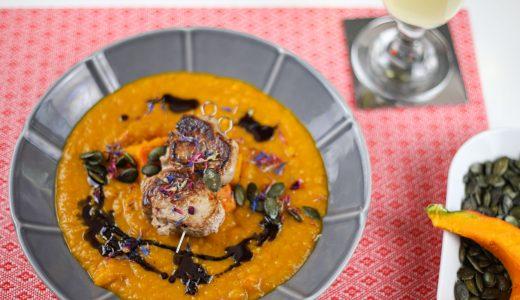 Kürbis-Creme-Suppe mit Schweinefilet-Spieß