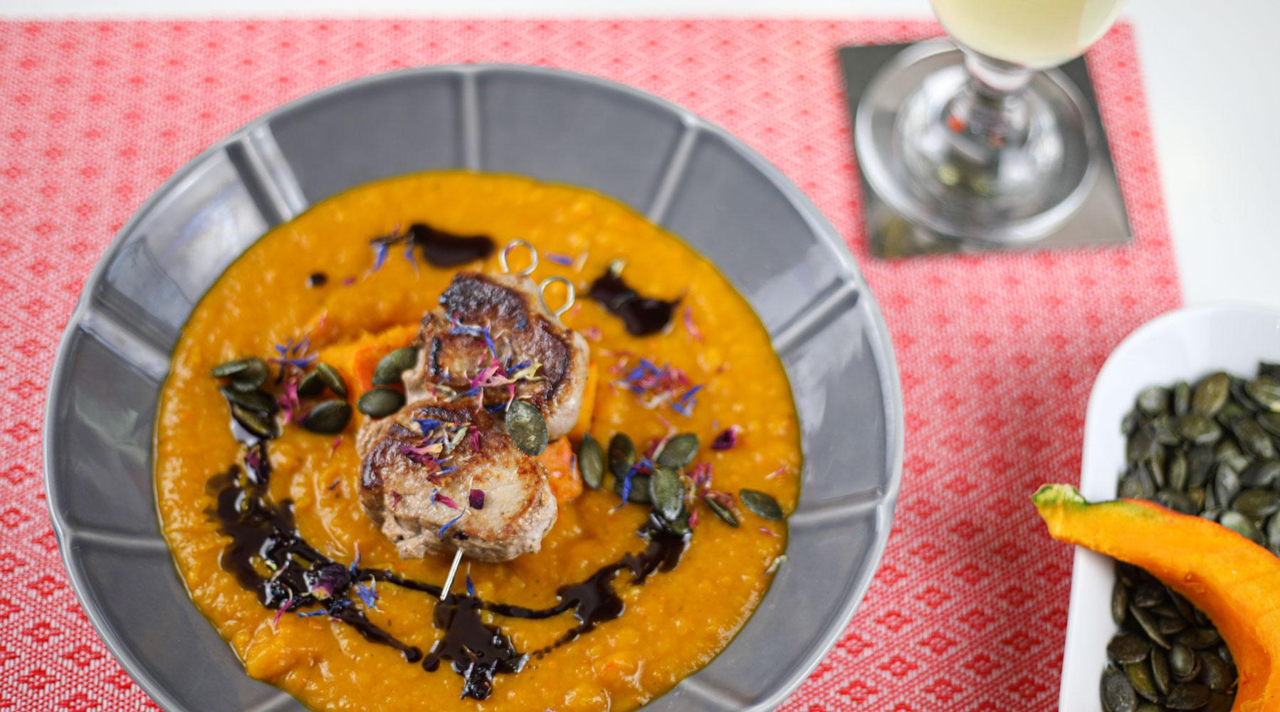 Kürbis-Creme-Suppe mit Schweinefilet-Spieß 1