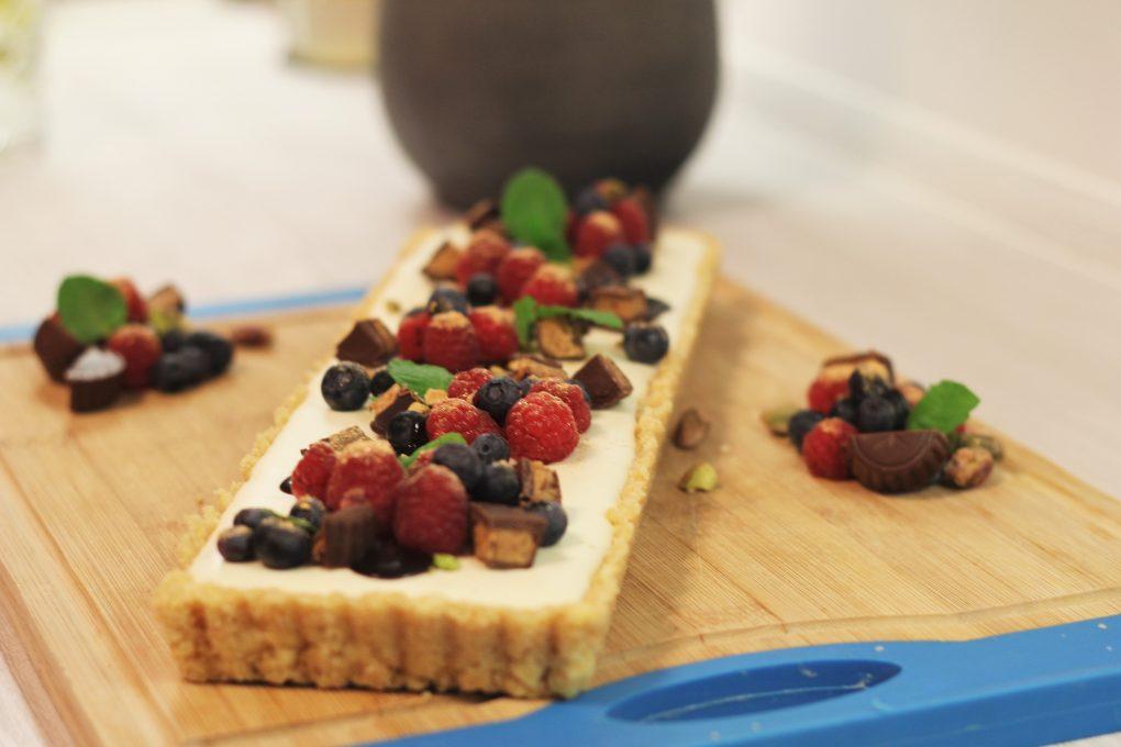 Cheesecake mit Himbeeren & Blaubeeren und Peanut Butter Cups 4