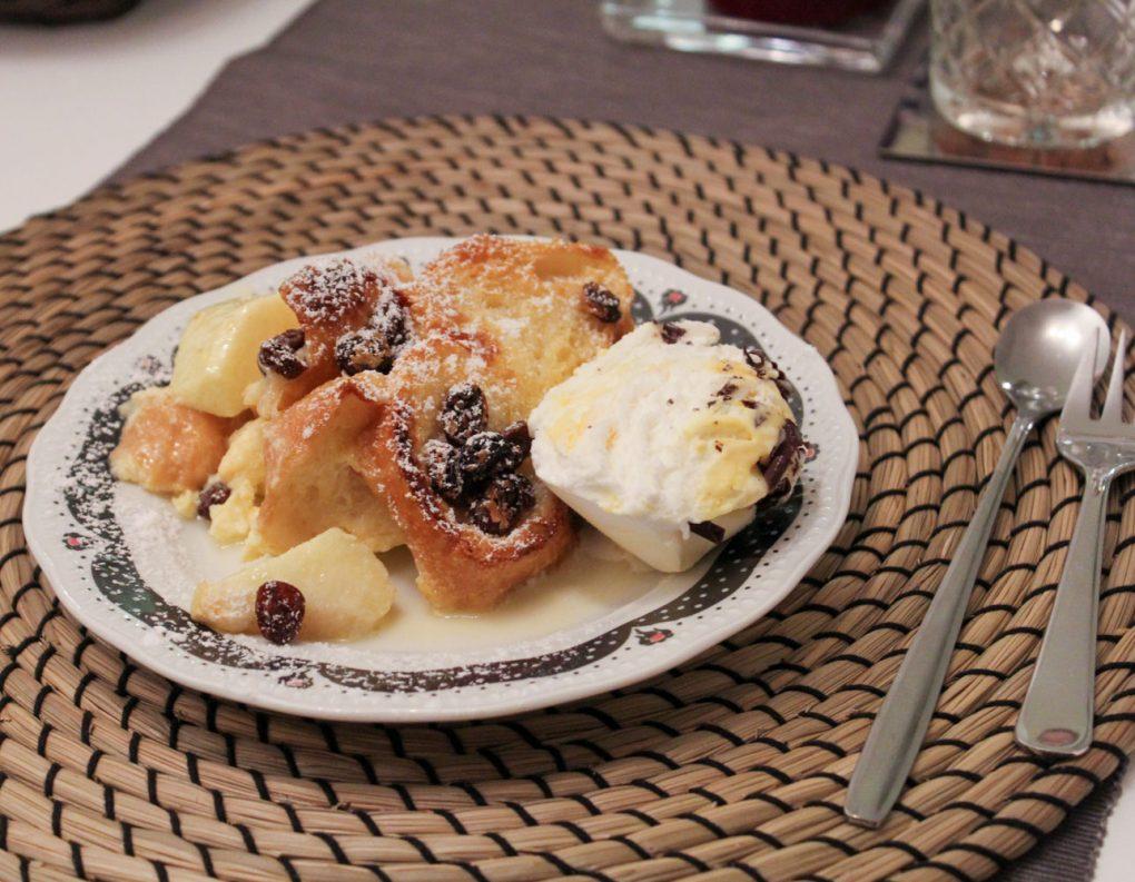 Schwäbischer Ofenschlupfer mit Äpfeln und Rosinen