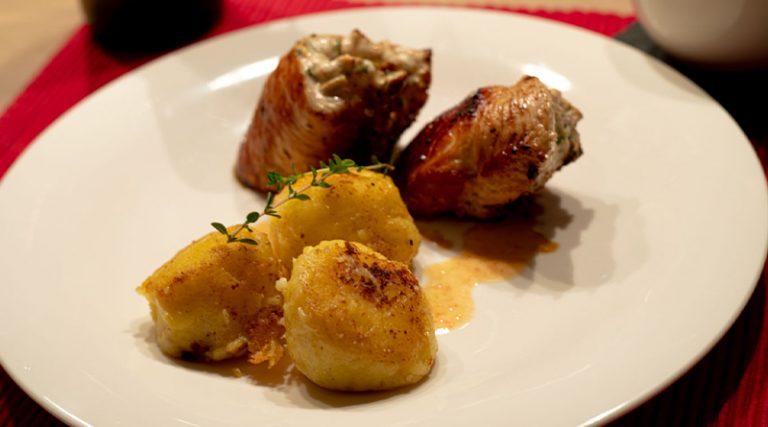 Hähnchenroulade mit Thunfisch, hausgemachte Knödel & Tomaten Salsa