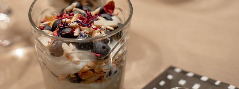 Heidelbeeren Vanillepudding mit Mandeln