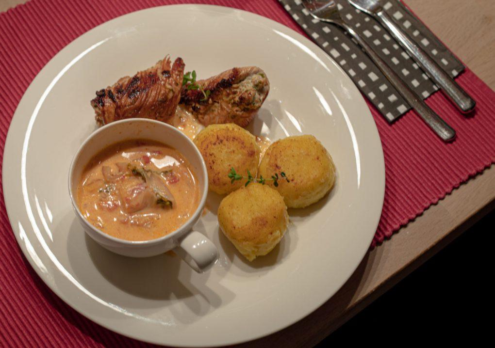 Hähnchenroulade mit Thunfisch, hausgemachte Knödel & Tomaten Salsa 6
