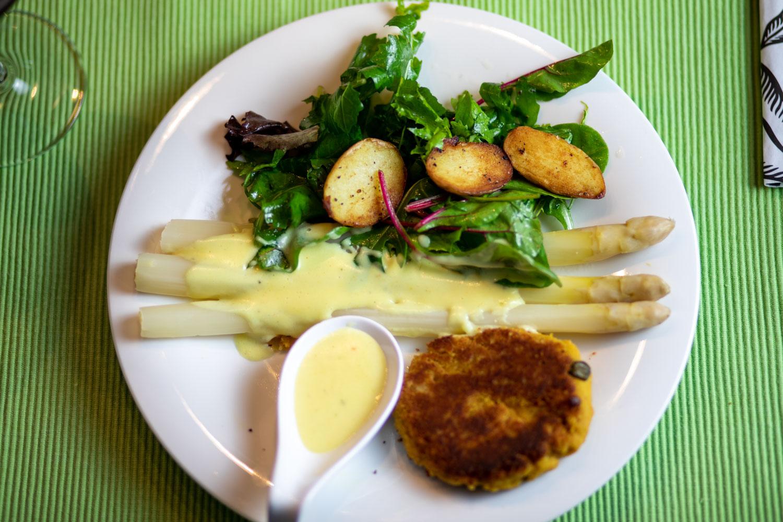 Kichererbsen Schnitzel Spargel Hollandaise und Kartoffeln