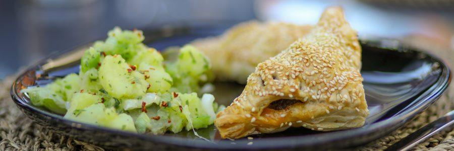 Gefüllte Blätterteigtaschen Orientalischer Kartoffelsalat