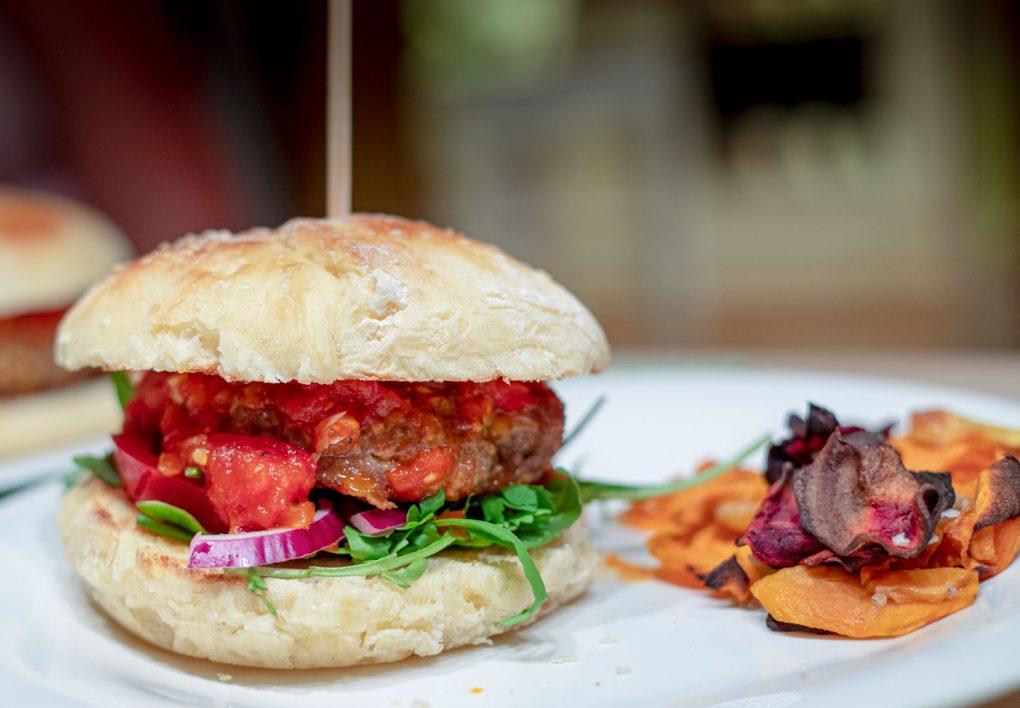Cheeseburger mit Tomatenconfit
