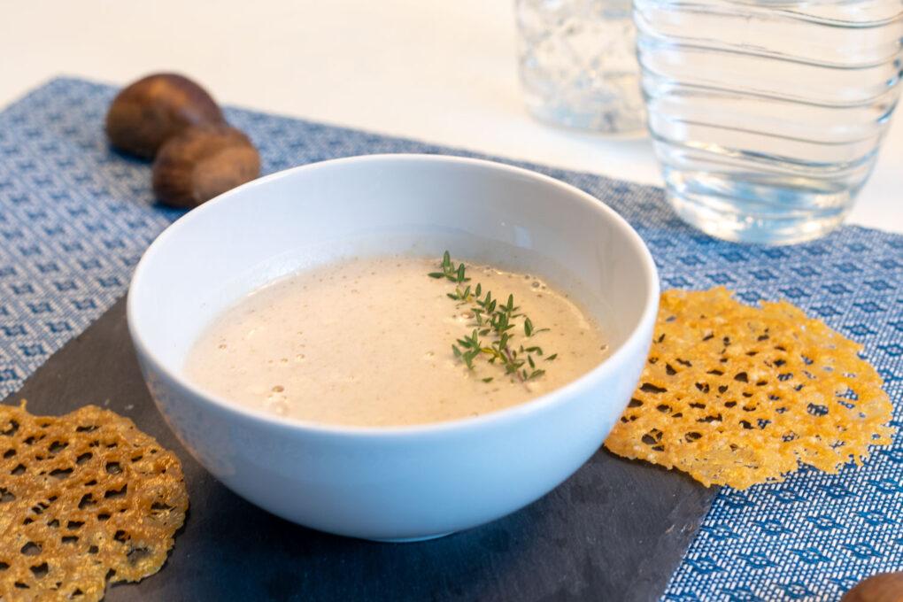 Maronenschaumsüppchen mit Parmesan-Taler und frischen Pilzen 5