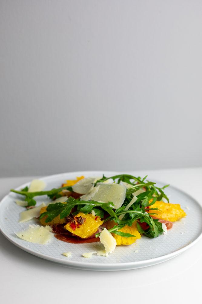 Gerösteter Butternutkürbis mit Parmaschinken und Pecorino