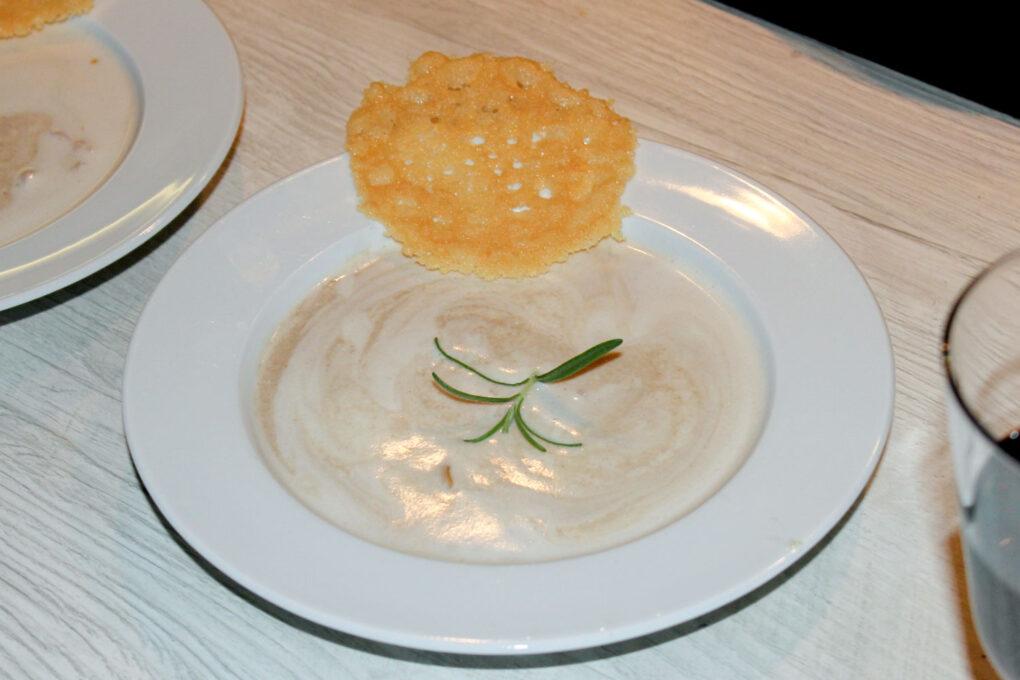 Maronenschaumsüppchen mit Parmesan-Taler und frischen Pilzen 2