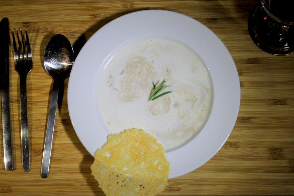 Maronenschaumsüppchen mit Parmesan-Taler und frischen Pilzen 3