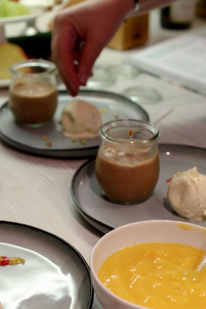 Nougat-Mousse mit Pistazien an Fruchtpüree von der Himbeer und der Mango 7
