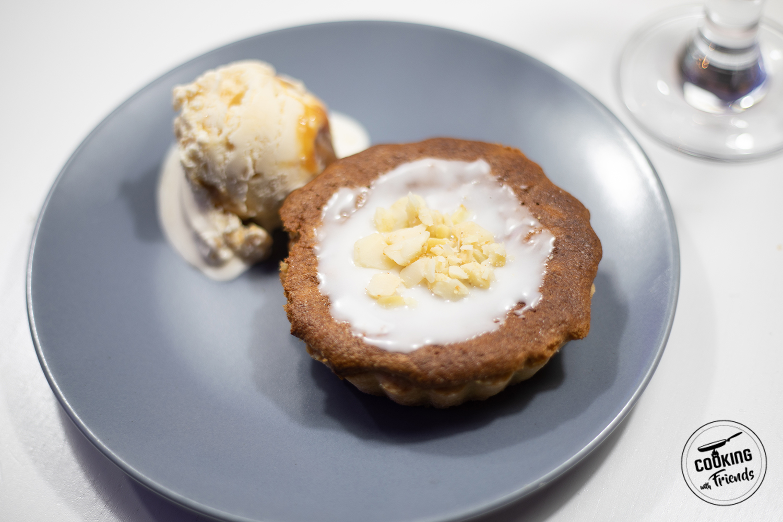 Macadamia Tarteletts mit salz-Karamell-Eis