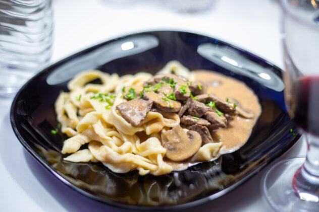 Marinierter Lammrücken an lauwarmem Pasta-Spargel-Salat 6