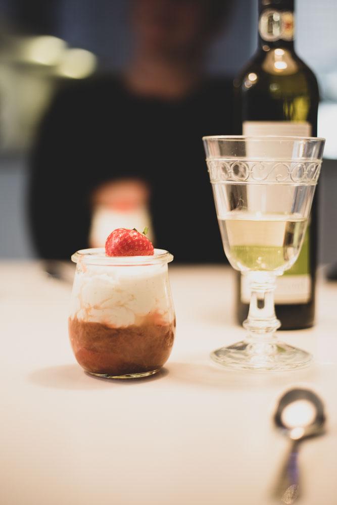 Erdbeer-Rhabarber-Trifle mit Haselnusskrokant 3